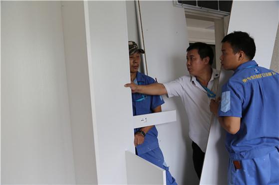左右手家具安装负责人现场处理问题