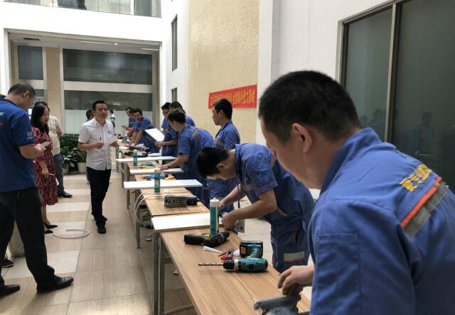 左右手深圳城市服务商众匠安装橱柜团队技能大比拼