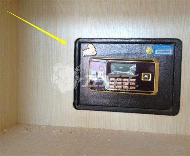 衣柜里安装保险柜